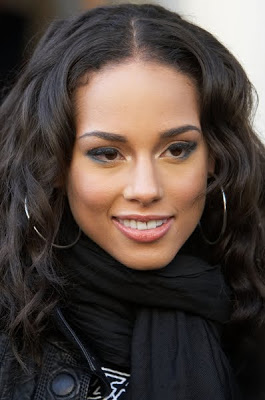 ALICIA KEYS MEETS AFRICAN YOUTH IN MTV BASE MEETS WITH MTN