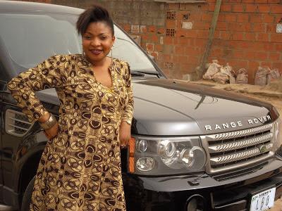YORUBA ACTRESS LAIDE BAKARE CRUISE TO NIGERIA IN RANGE ROVER SPORT