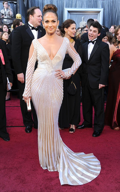 WHAT JENNIFER LOPEZ WORE TO THE OSCARS